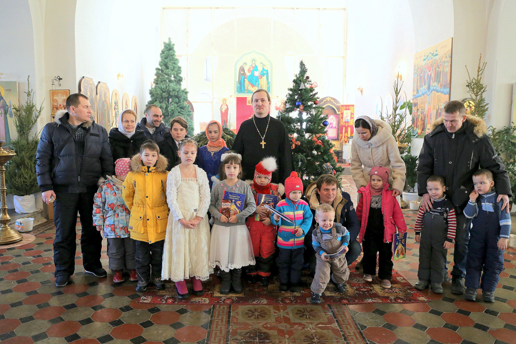 Рождественский детский праздник в Покровском храме села Никульское